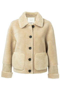 Bilde av Short Lammy Coat